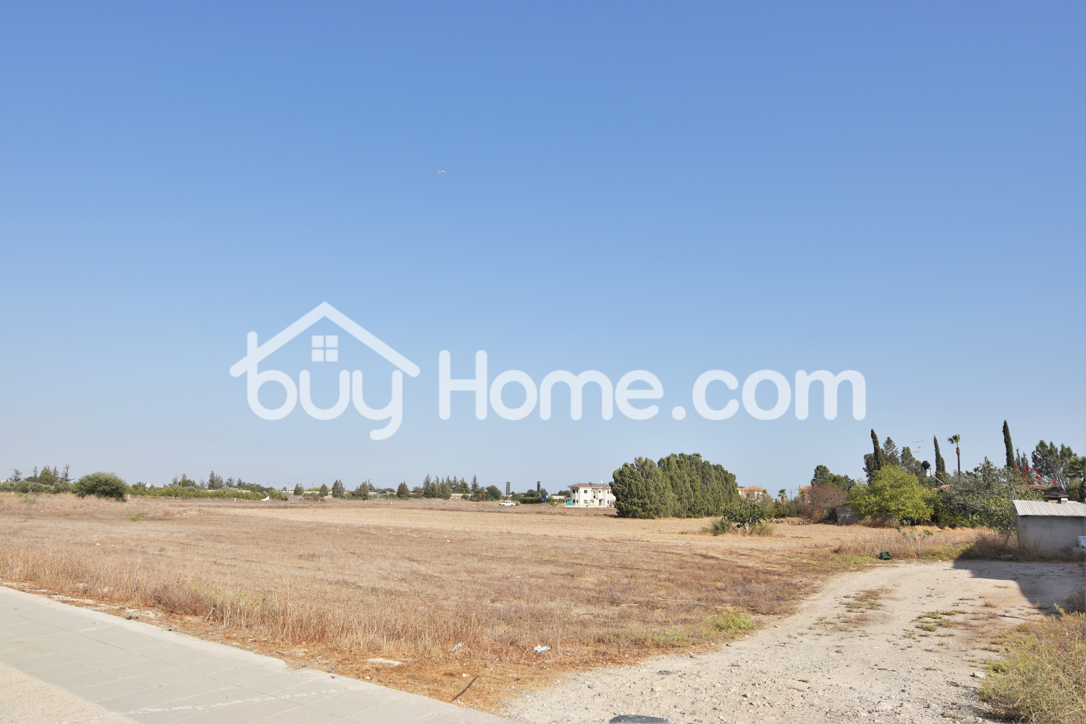 Plot of 335 m2 | BuyHome