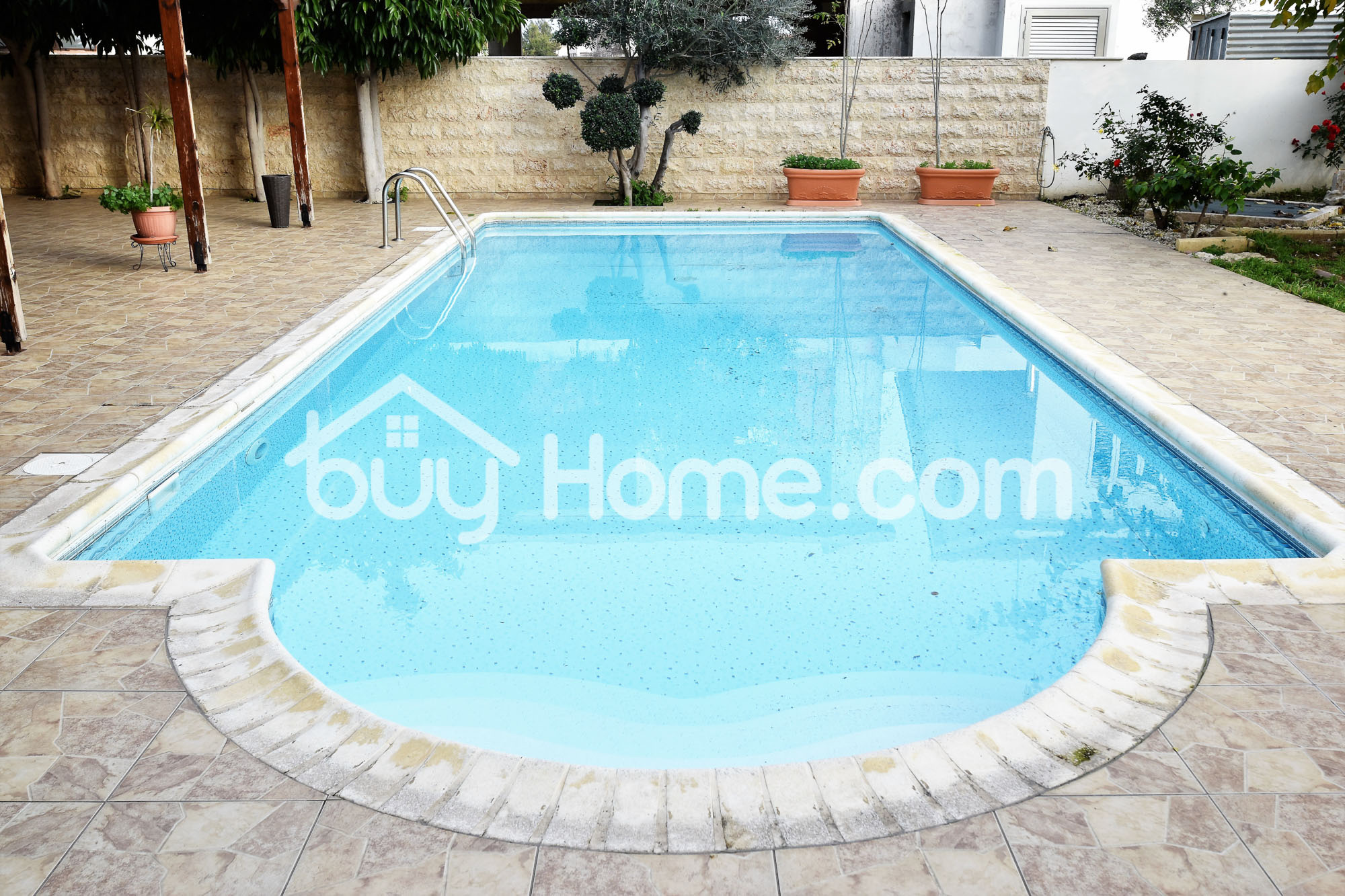 6 Bedroom house with Pool | BuyHome