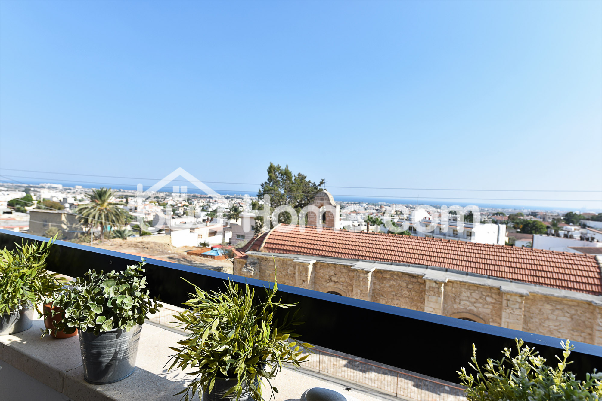 Lovely Apartment with Sea Views | BuyHome