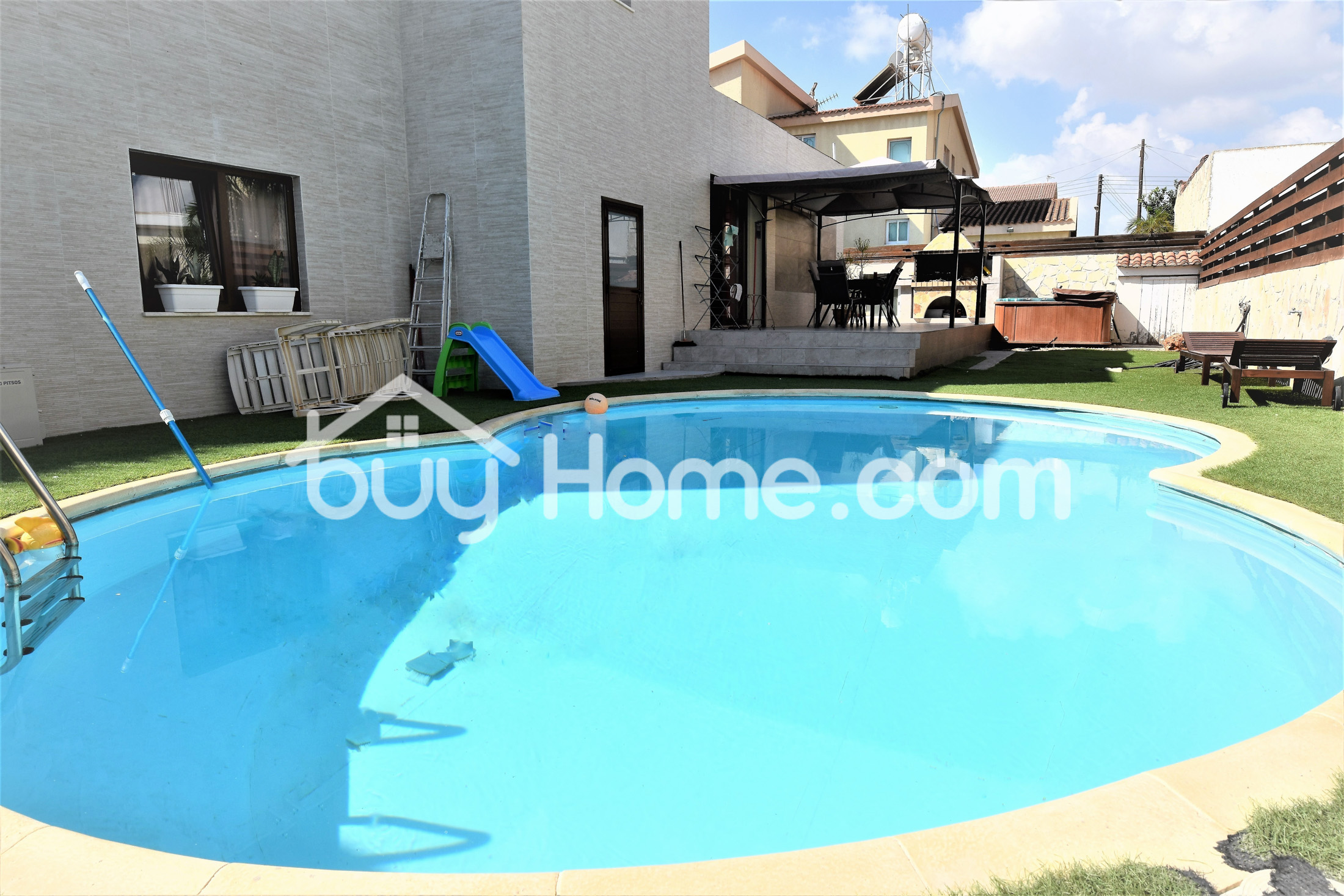5 Bedroom House With A Pool | BuyHome