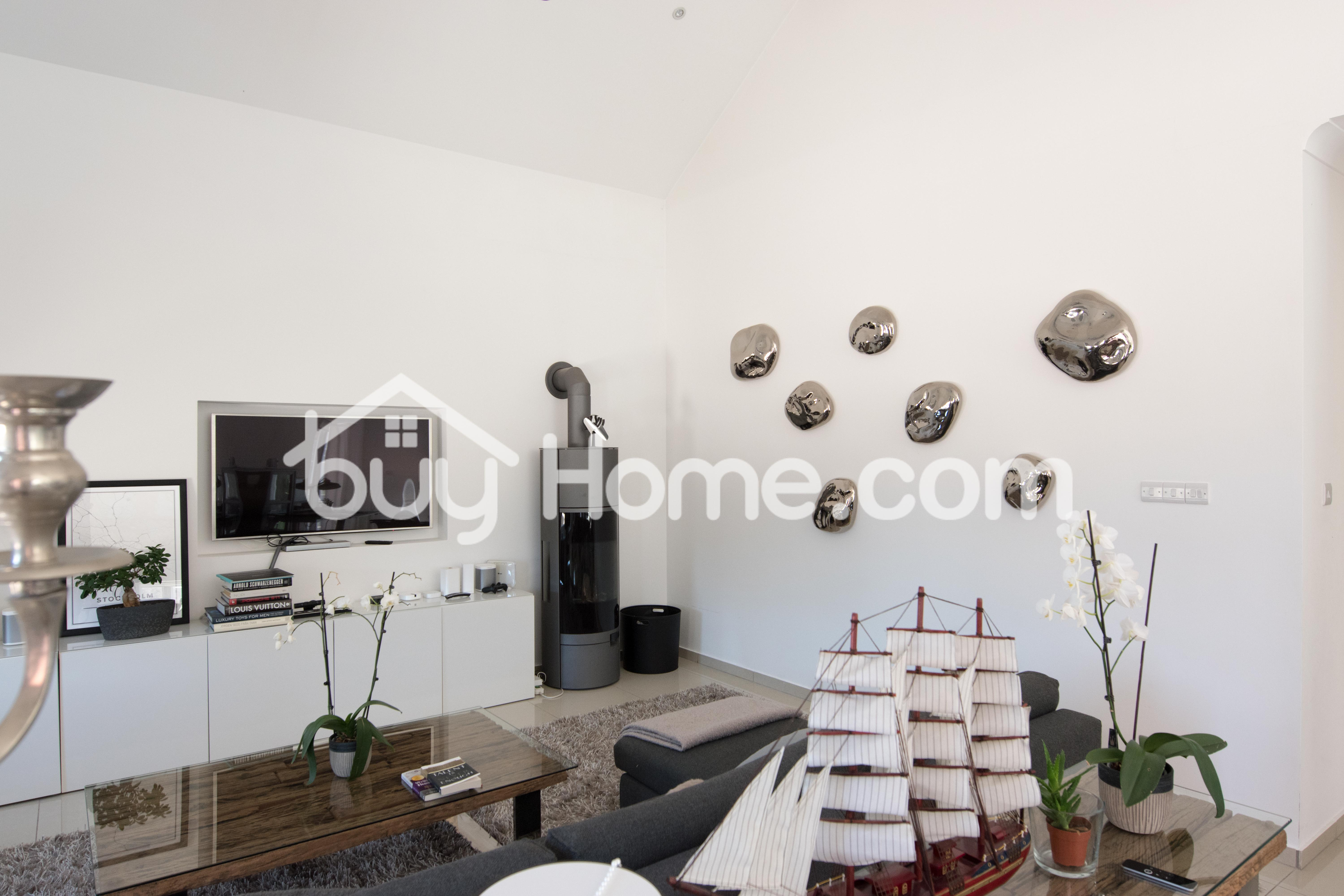 Amazing Bungalow In Pyrgos | BuyHome