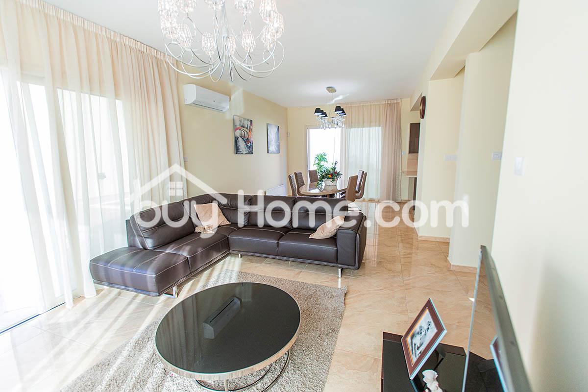 Contemporary 4 BDR House | BuyHome