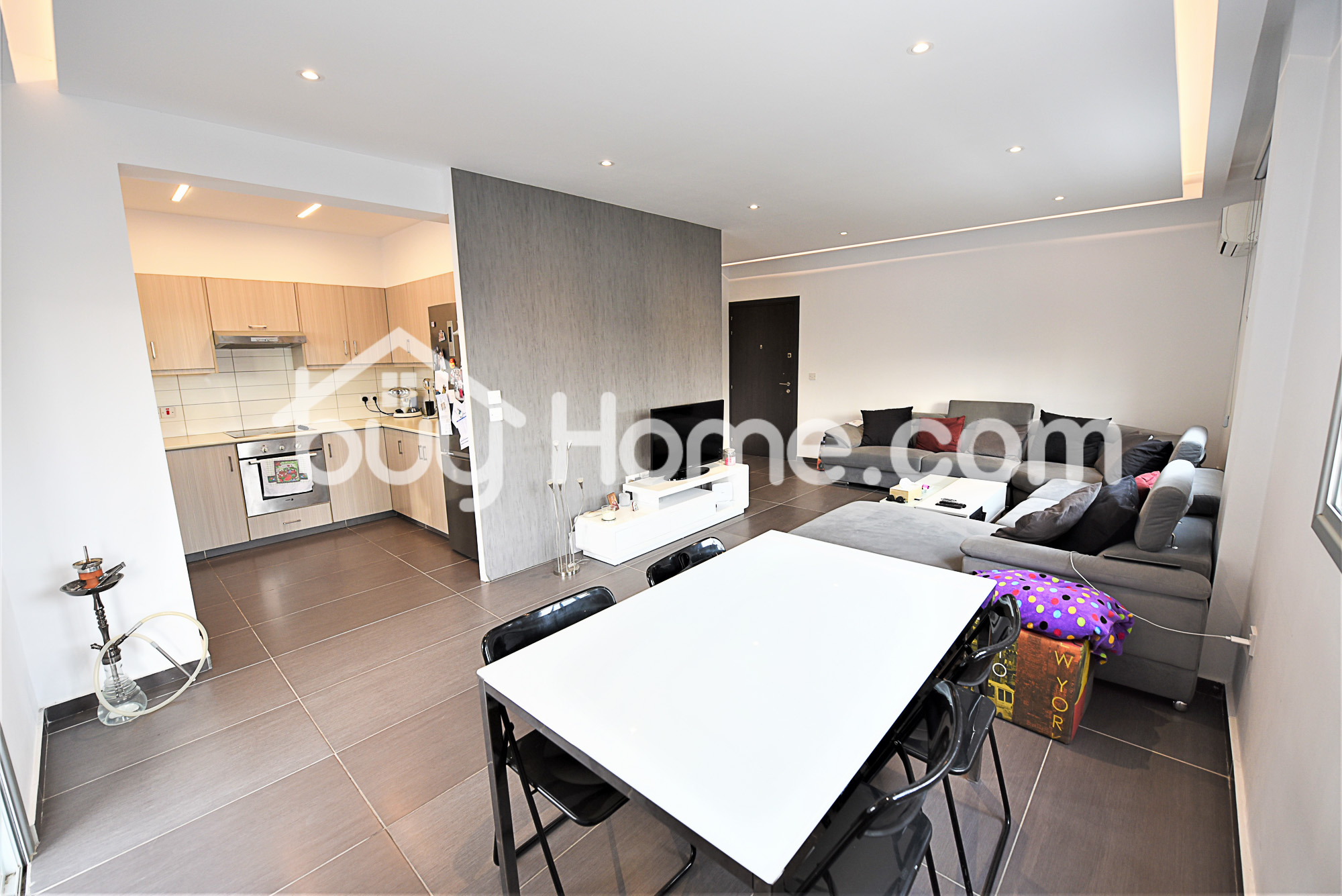 Spacious Modern 3 Bed Apartment | BuyHome