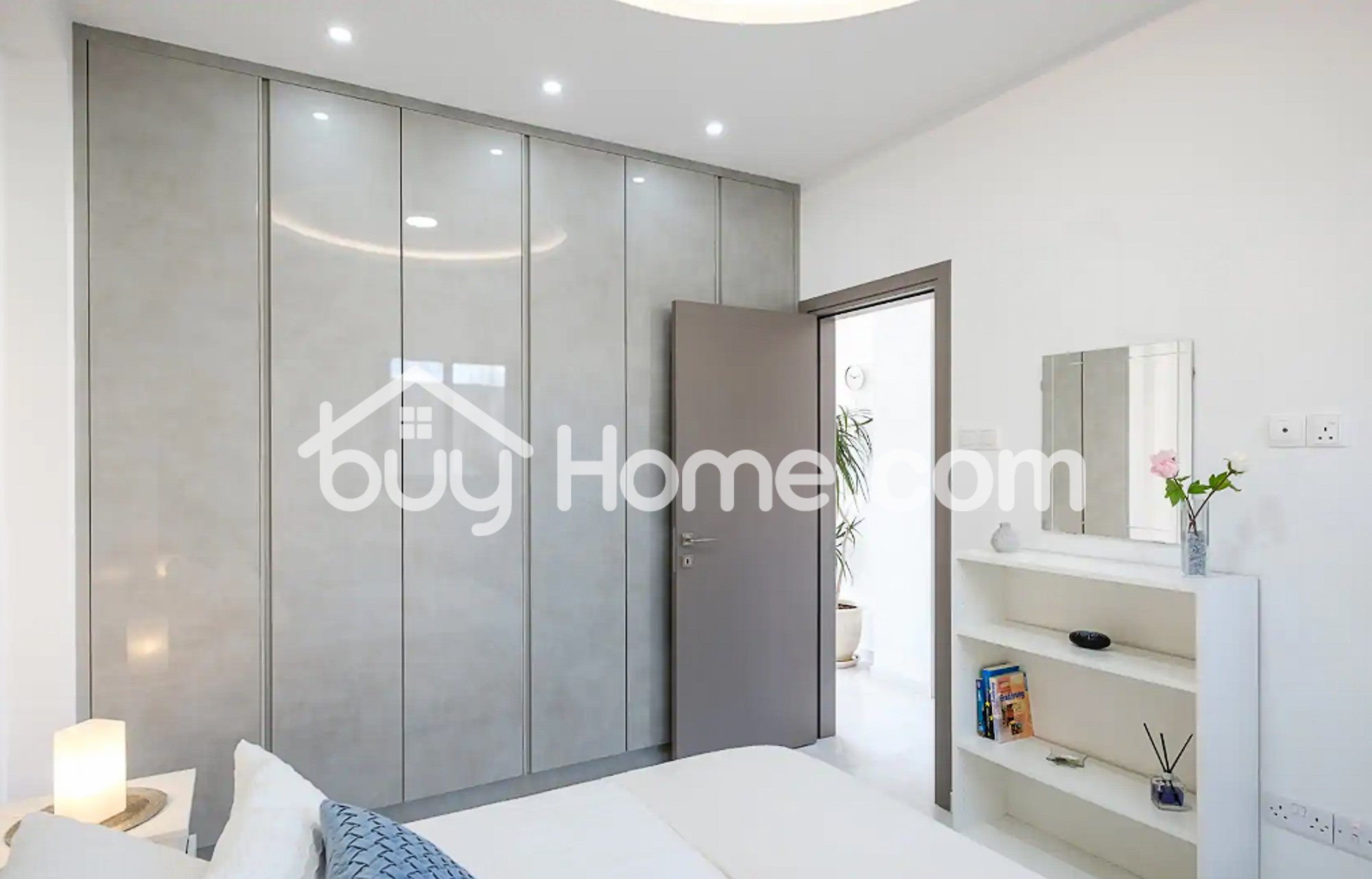 Deluxe Downtown Apartment   BuyHome